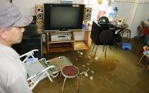Hàng chục hộ dân bị ngập nước vì... một khúc cây?