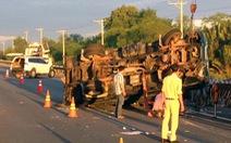 Lại tai nạn trên cao tốc TP.HCM -Dầu Giây, xe 7 chỗ nát đầu