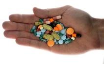 Thế giới đang lạm dụng hoặc điều trị y tế không đúng mực