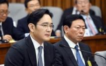 """Người thừa kế Tập đoàn Samsung bị """"sờ gáy"""""""