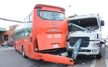 Hướng dẫn xe Phương Trang lùi, phụ xe bị xe ben tông chết