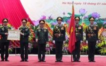 Ban thanh niên quân đội nhận Huân chương bảo vệ Tổ quốc