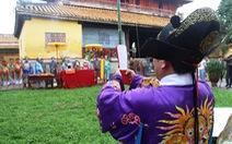 Dựng nêu đón Tết trong Hoàng cung Huế