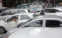 Bất lực giữa Sài Gòn, Hà Nội kẹt cứng chiều 23 Tết