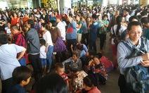 Đông nghẹt tại sảnh đón sân bay quốc tế Tân Sơn Nhất
