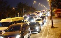 Dân đổ về quê, đường vào bến xe Miền Đông kẹt cứng