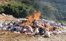 Tiêu hủy trên 10 tấn mứt bẩn tại bãi rác Đà Lạt