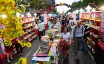 Lễ hội đường sách tết quyên góp sách cho trẻ em vùng lũ