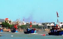 Tàu cá nổ máy hăm hở tiến ra biển Đông