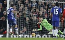 Costa đá hỏng penalty, Chelsea không thắng được Liverpool