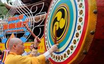 Du khách trèo tường, dẫm hoa ngày khai hội chùa Hương