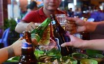 Bị ép uống rượu, bạn trẻ phải làm sao?