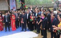 Chủ tịch nước Trần Đại Quang trồng cây đầu năm mới