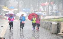 'Mưa vàng, mưa bạc' trút xuống miền Bắc