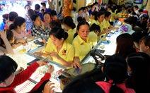 Clip Tan ca, dân Sài Gòn ùn ùn đi mua vàng ngày Thần tài