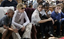 Madonna nhận hai con nuôi tại Malawi