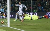 Hạ Crotone, Juventus bỏ xa Roma 7 điểm