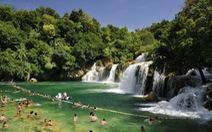 Đi bơi ở những hồ nước đẹp nhất thế giới