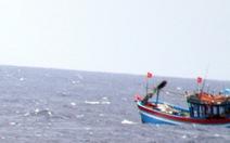 Tàu cá Bình Định cùng 9 ngư dân trôi dạt trên biển