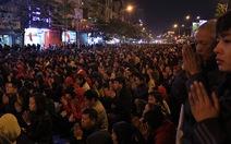 Người dân đứng kín đường dự lễ cầu an tại chùa Phúc Khánh