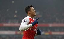 Sanchez ghi bàn bằng tay, Arsenal thắng chật vật Hull City