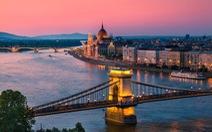 Ngồi du thuyền dạo sông châu Âu ngắm cảnh có gì vui?