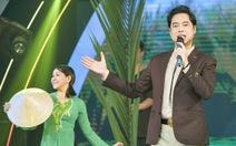 Yêu cầu báo cáo về việc 'tặng bằng khen cho ca sĩ Ngọc Sơn'