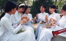TP.HCM: nữ sinh phải mặc áo dài vào ngày thứ hai