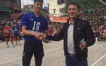 Thi đấu ở hội làng, một VĐV bóng chuyền bị gãy chân
