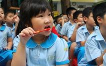 Học sinh hào hứng học đánh răng
