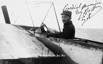 Người phi công Việt Nam đầu tiên