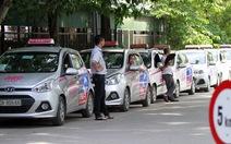 Chủ tịch hiệp hội vận tải: 'Taxi bị trói, Uber, Grab được thả lỏng'