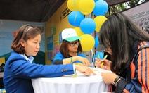 Các gian tư vấn tuyển sinh ngày càng hút học sinh