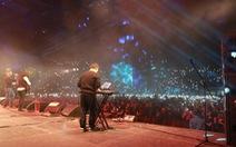 10.000 người 'máu lửa' trong đêm nhạc Trần Lập