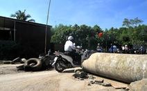 Lần thứ 4 dân Tân Cang lập rào chắn chặn xe ben