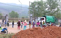 Dân chặn xe chở rác vì gây ô nhiễm