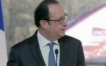 Hai người trúng đạn bắn tỉa khi tổng thống Pháp đang phát biểu
