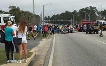 Cụ ông Mỹ lao xe vào đám đông, 12 học sinh bị thương