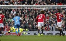 Ibrahimovic sút hỏng 11m, M.U không thắng nổi 10 cầu thủBournemouth