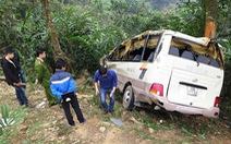 Ngổn ngang hiện trường xe khách lao xuống vực ở Lào Cai