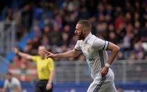 Benzema tỏa sáng, R.M đè bẹp Eibar và trở lại ngôi đầu