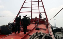Tạm giữ hai tàu chở dầu DO không rõ nguồn gốc
