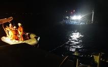 Cứu nạn 10 ngư dân tàu cá Đà Nẵng trôi dạt trên biển