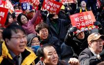 Người Hàn Quốc khóc, cười trước việc bà Park bị bãi nhiệm