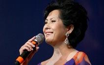 Ca sĩ 'Nỗi buồn gác trọ' về Việt Nam hát làm từ thiện