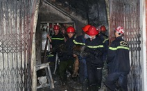 3 người leo ban công thoát nạn trong vụ cháy lớn