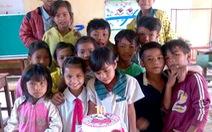 Tổ chức sinh nhật để kéo trò đến lớp
