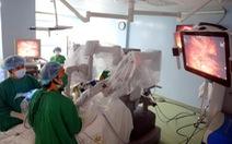 Mổ tật khúc xạ không chạm mắt, phẫu thuật robot trị ung thư