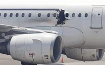 Anh cũng cấm mang đồ điện tử cỡ lớn lên máy bay