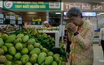 Phu nhân Thủ tướng Singapore mua nhiều rau, xoài cát Hòa Lộc